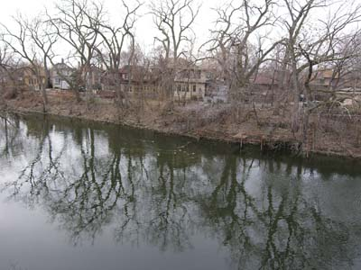 Ravenswood Manor: dock your canoe right outside the house